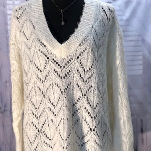 Very pretty open stitch sweater. perfect for fall!